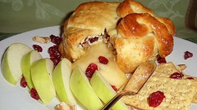 baked-brie-en-croute-2